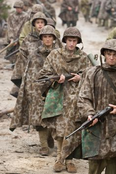 The Pacific - Season 1 publicity still of Joseph Mazzello & Rami Malek Military Humor, Military History, Military Veterans, Ww2 Uniforms, Military Uniforms, Military Clothing, Really Good Movies, Military Action Figures, Band Of Brothers