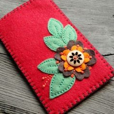 Tvorba z filcu - Hana Jorpalidisová - Picasa Web Albums Felt Phone Cases, Felt Case, Crochet Phone Cases, Felt Pouch, Felt Crafts Diy, Felted Wool Crafts, Felt Diy, Fabric Crafts, Sewing Crafts
