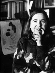 Sarah Kofman (1934–1994) fue una filósofa y escritora francesa, su padre, rabino de origen polaco, murió asesinado en Auschwitz en 1942, después de su detención en París. Esta desgracia marcó la infancia de Sarah. Después de sus estudios de filosofía, Kofman empezó su carrera docente en institutos de Toulouse (1960-1963) y después de París (1963-1970). También enseñó, entre otras, en las universidades de Berkeley y de Ginebra. Su tesis inicial, se titula Nietzsche et la métaphore.