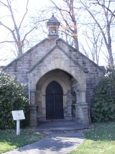 The Werts Receiving Vault in West Lawn Cemetery in Canton, Ohio. This is where the President was originally laid to rest while the McKinley National Memorial was being built. Cemetery Headstones, Old Cemeteries, Stark County, Dead Presidents, Gardens Of Stone, Canton Ohio, Presidential Libraries, Famous Graves, Football Hall Of Fame