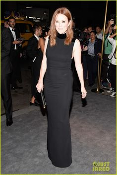 Julianne Moore Photos Photos - Julianne Moore attends Tom Ford fashion show during New York Fashion Week September 2016 at St. on September 2016 in New York City. - Tom Ford - Arrivals - September 2016 - New York Fashion Week Celebrity Gowns, Celebrity Red Carpet, Celebrity Style, Julianne Moore, Show Beauty, Glamorous Dresses, Iconic Women, Beauty Photos, Red Carpet Dresses