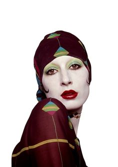 Angelica Houston relocated to the US in continued her modeling career and became a muse to designers such as Halston and Zandra Rhodes. She was photographed by the likes of Richard Avedon, Guy Bourdin and Bob Richardson. Colleen Camp, Anjelica Huston, Richard Avedon, Richard Burbridge, Peter Lindbergh, Bob Richardson, 70s Fashion, Vintage Fashion, Fashion Models