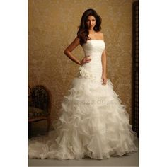 Luxurious Ball Gown Strapless Sweep/Brush Train Organza Wedding Dress