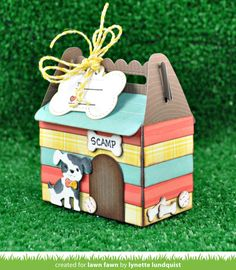 The best and worst types of dog collars Christmas Bags, Handmade Christmas, Christmas Wrapping, Gable Boxes, World Crafts, Dog Cards, Altered Boxes, Pillow Box, Lawn Fawn