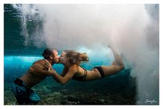 just a little bit of l o v e beneath the s e a · more from this day, here: http://blog.vivantvie.com/2013/03/09/youmeandthesea/ · underwater, couple, kissing, cute, hawaii