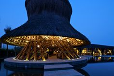 Restaurante e Bar Hay Hay / Vo Trong Nghia Architects