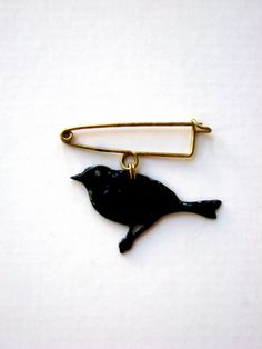 black bird pin by Buddug