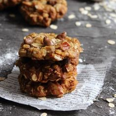 These Almond & Choc Chip ANZAC Biscuits are the perfect combination of crunchy on the outside and chewy on the inside. Vegan Breakfast Recipes, Vegan Recipes Easy, Baking Recipes, Cookie Recipes, Quick Easy Desserts, Delicious Desserts, Anzac Biscuits, Lemon Muffins, Vegan Crackers