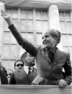 """""""Como mujer siento en el alma la cálida ternura del pueblo de donde vine y a quien me debo"""" Eva Duarte de Perón"""