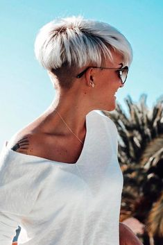 Modernized Taper Bowl Hairstyles ★ A taper fade haircut for women works for straight as well as curly hair. You canalso go for a short, mid or long option. Short Hair Model, Short Grey Hair, Short Hair Cuts For Women, Short Hairstyles For Women, Short Hair Designs, Taper Fade Haircut, Short Fade Haircut, Hairstyle Short, Pixie Hairstyles