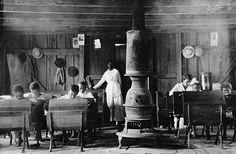 Scuola afroamericana, Henderson, Kentucky, 1900 ca Photos Du, Old Photos, Vintage Photos, Vintage Photographs, Antique Photos, Old School House, School Days, Lewis Hine, Colorized Photos