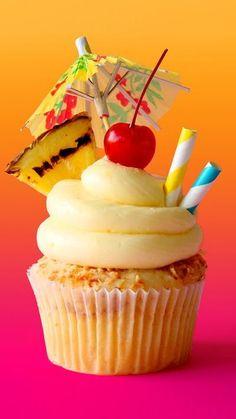 Colada Cupcakes Piña coladas are sweet as cocktails, but even sweeter in cupcake form.Piña coladas are sweet as cocktails, but even sweeter in cupcake form. Pina Colada Cupcakes, Pineapple Cupcakes, Hawaiian Cupcakes, Tropical Cupcakes, Beach Cupcakes, Strawberry Cupcakes, Fancy Cupcakes, Yummy Cupcakes, Cocktail Cupcakes