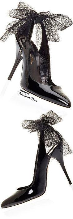 Oscar de la Renta ~ Filina Black Patent Leather Bow Pump 2015 ~ Love them!