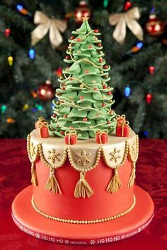 Top 10 Christmas Cake Designs 2019 Christmas fondant cake against christmas tree background The post Top 10 Christmas Cake Designs 2019 appeared first on Holiday ideas. Fondant Christmas Cake, Christmas Tree Cake, Christmas Cake Decorations, Christmas Sweets, Holiday Cakes, Christmas Baking, Christmas Wedding, Xmas Trees, Royal Christmas
