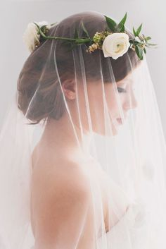 Don't like this floral crown, but like the idea of the veil under it Bridal Beauty, Bridal Hair, Bridal Crown, Casco Floral, Dream Wedding, Wedding Day, Wedding Blog, Wedding Planner, Wedding Hacks