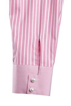 bespoke blouse like the different cuff detail / finish. Kurti Sleeves Design, Kurta Neck Design, Sleeves Designs For Dresses, Sleeve Designs, Kurta Designs, Blouse Designs, Sewing Sleeves, Cuff Sleeves, Bespoke Shirts
