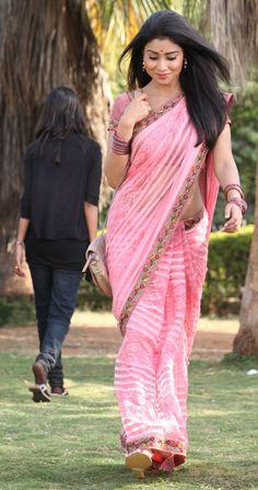 Shriya pretty in pink.
