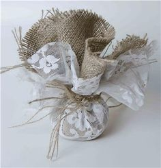 Hessian and Lace, Filled with Sweets and Tied with String. (I want to tie Name Tags on and sit in the Tea Cups as Place Settings) Lavender Crafts, Lavender Bags, Gifts For Wedding Party, Wedding Favours, Burlap Favor Bags, Christening Favors, Candy Crafts, Burlap Crafts, Burlap Lace