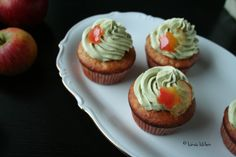 Apple cupcakes with matcha frosting Apple Cupcakes, Matcha, Frosting, Bakery, Sweet Treats, Kawaii, Kitchen, Desserts, Recipes
