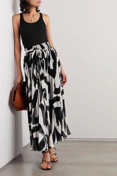 Maxi Skirt Style, Maxi Skirt Outfits, Maxi Skirt Black, Maxi Skirts, Work Fashion, Fashion Ideas, Emo Fashion, Rock, Trendy Outfits