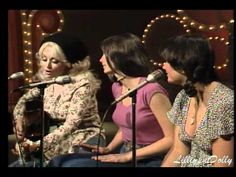 Dolly Parton Bury Me Beneath The Willow on Dolly Show with Emmylou Harris & Linda Ronstadt 1976/77