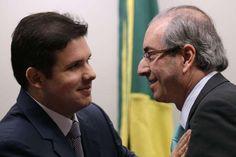 Presidente da Câmara dos Deputados, Eduardo Cunha, cumprimenta presidente da CPI da Petrobras, Hugo Motta