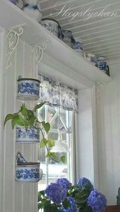 Blue and white cottage-style kitchen. Like the shelf over kitchen window held up by metal brackets Muebles Shabby Chic, Window Shelves, Shelf Over Window, Box Shelves, Vibeke Design, Blue And White China, Blue Rooms, White Houses, White Decor