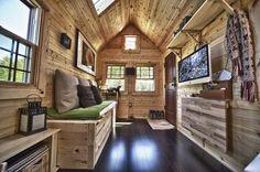TACK, una casa diminuta de madera, construida sobre un remolque por un joven matrimonio.