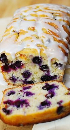 Lemon blueberry bread - Blueberry lemon bread with lemon glaze blueberries bread lemon summer glaze breakfast breakfastbread Lemon Desserts, Köstliche Desserts, Delicious Desserts, Yummy Food, Non Dairy Desserts, Plated Desserts, Def Not, Summer Dessert Recipes, Dessert Bread