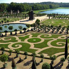 Gardener porn. Outisde of Versailles.