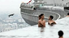 Okay, ich möchte einen Infinity-Pool auf einem Wolkenkratzer. Okay, I want an infinity pool atop a skyscraper. and people base jumping for m. Okay, I want an infinity pool atop a skyscraper. and people base jumping for my pleasure. Marina Bay Sands, Infinity Pool, Air Force Academy, Sands Hotel, Famous Architecture, Base Jumping, Extreme Sports, Sky High, Vacation Spots