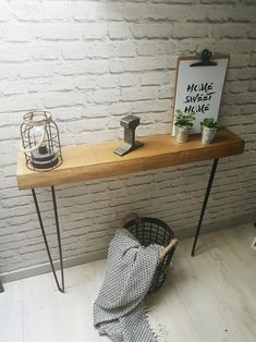 99 models of console table shapes in the unique master bedroom ~ Top Home Design Furniture Makeover, Home Furniture, Petite Console, Custom Consoles, Small Master Bedroom, Storage Places, Flooring Options, Home Furnishings, Entryway Tables