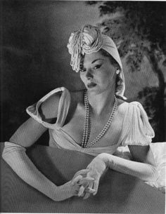 Lisa Fonssagrives.  Photo by Horst P. Horst.