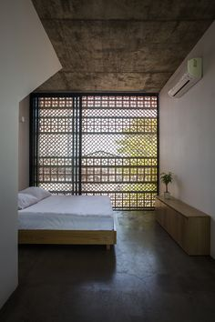 Apartment in Binh Thanh, Hô Chi Minh Ville, 2016 - Sanuki Daisuke architects Architecture Design, Ancient Architecture, Sustainable Architecture, Landscape Architecture, Brick Facade, Small Apartments, Designer, Interior Decorating, Decorating Blogs