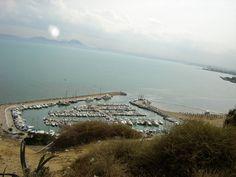 #magiaswiat #podróż #zwiedzanie #targoui #blog #afryka  #tunezja #sousse #sidibousaid #morze #srodmiejskie #statki #medina #suk #katakumby #niebieskiemiasto #monastyr #mauzoleum # fort #medina #port #elkantaoul #flamingi #tunis #kartagina #hergla #meczet Sidi Bou Said, Mountains, Beach, Water, Blog, Travel, Outdoor, Sousse, Gripe Water