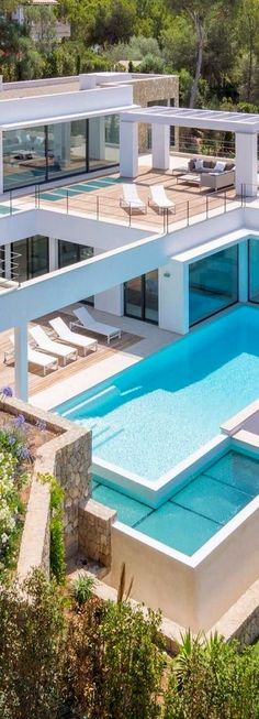 Nice House With Big Pool Nice Repinned If You Agree With Me For More Nice House Inspirations