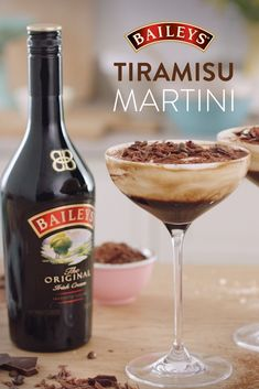 There's your average coffee, then there's coffee whipped with deliciousness. Try your hand at an extra indulgent Baileys Tiramisu Martini. Baileys Tiramisu, Tiramisu Martini, Vodka Martini, Martinis, Dessert Drinks, Fun Drinks, Yummy Drinks, Gastronomia, No Bake Desserts
