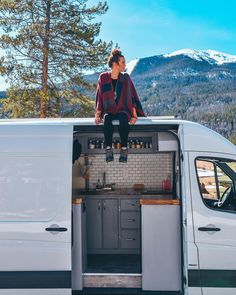 30 Extraordinary Rv Camper Van Conversion Ideas For Inspirations - Van Life Sprinter Van Conversion, Camper Van Conversion Diy, Van Conversion Interior, Van Conversion Budget, Van Conversion Kitchen, Ford Transit Conversion, Kombi Motorhome, Campervan, Van Camping