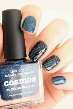 Le cosmos sur mes ongles.