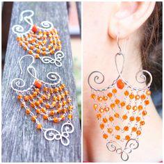 Orecchini wire wrapped arancioni fatti a mano in acciaio inox martellato
