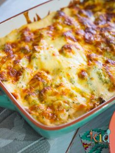 Lasagne is a kid favourite- it's all those layers of yumminess! This broccoli and chicken cheesy lasagne bake is an awesome mid week meal. Yummy Chicken Recipes, Pasta Recipes, Dinner Recipes, Cooking Recipes, Lasagna Recipes, Chicken Lasagne, Vegetable Lasagne, Paula Deen, Quinoa