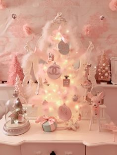Girly Christmas Wallpaper Xmas 50 Ideas For 2019 Pink Christmas Decorations, Pink Christmas Tree, Shabby Chic Christmas, Christmas Room, Noel Christmas, Victorian Christmas, Beautiful Christmas, All Things Christmas, Vintage Christmas