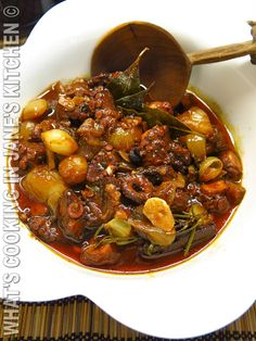 Octopus Stifado I love Greek recipes. — a glass of red wine. Not a real measurement. Calamari Recipes, Squid Recipes, Veggie Recipes, Fish Recipes, Seafood Recipes, Cooking Recipes, Healthy Recipes, What's Cooking, Asian Recipes