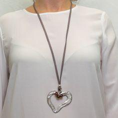 Collar largo corazón plateado decorado