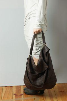 Big leather hobo bag in chocolate leather hobo от RARAMODO