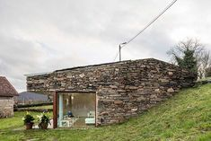 Barcelona-based Cubus Arquitectura has turned an old stone winery into a family home in Galicia, Spain. The old stone wineries of the . House Without Windows, Architecture Renovation, Wine House, Dry Stone, Spanish House, Spanish Wine, House Extensions, Stone Houses, Paros