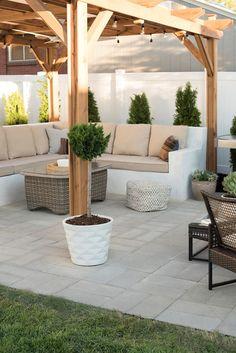 How to Install A Custom Paver Patio - Room for Tuesday Casa Patio, Pergola Patio, Diy Patio, Backyard Patio, Backyard Landscaping, Flagstone Patio, Large Concrete Pavers, Cement Patio, Patio Privacy