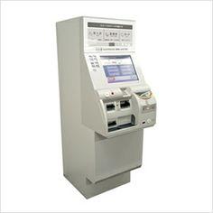 「切符を受け取る」までの操作が分かりやすい操作手順ごとの色分けや、コントラストのある大きな見やすい表示文字を採用した自動券売機