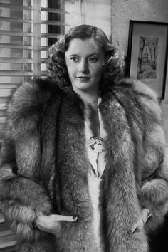 barbara stanwyck the mad miss manton photos - Bing images Old Hollywood Glamour, Golden Age Of Hollywood, Vintage Hollywood, Classic Hollywood, Hollywood Icons, Hollywood Stars, Hollywood Actresses, Barbara Stanwyck, The Lady Eve