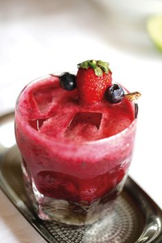 Keep cool on these hot summer days with this gorgeous fruit-filled spritzer by Anthea Amore